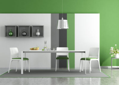 τραπεζαρία βαμμένη πράσινη με λευκά, πράσινα και γκρι διακόσμηση